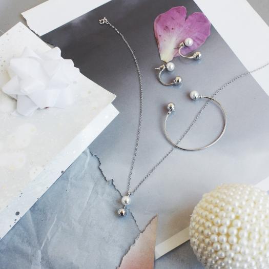 Kolczyki CLASSY srebrne z perłą i kuleczką
