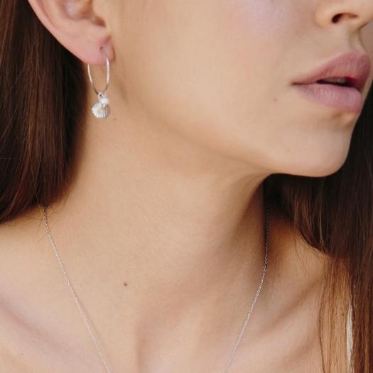 Kolczyki ARIEL srebrne koła 2 cm z perłami i muszelkami
