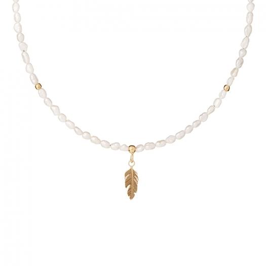 Naszyjnik BOHO z naturalnych pereł i piórkiem