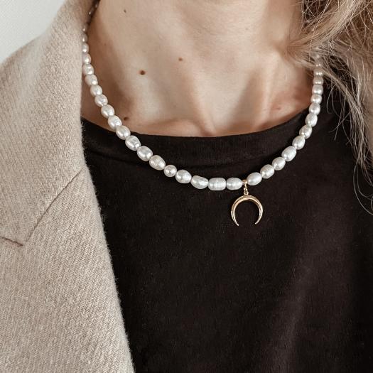 Naszyjnik WILD z naturalnych pereł i księżycem