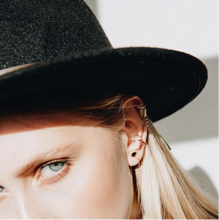 zestaw kolczyków na jedno ucho