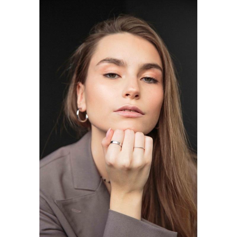 srebrny pierścionek obrączkowy
