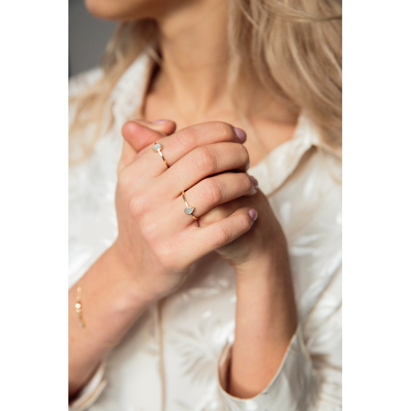 pierścionek z masą perłową